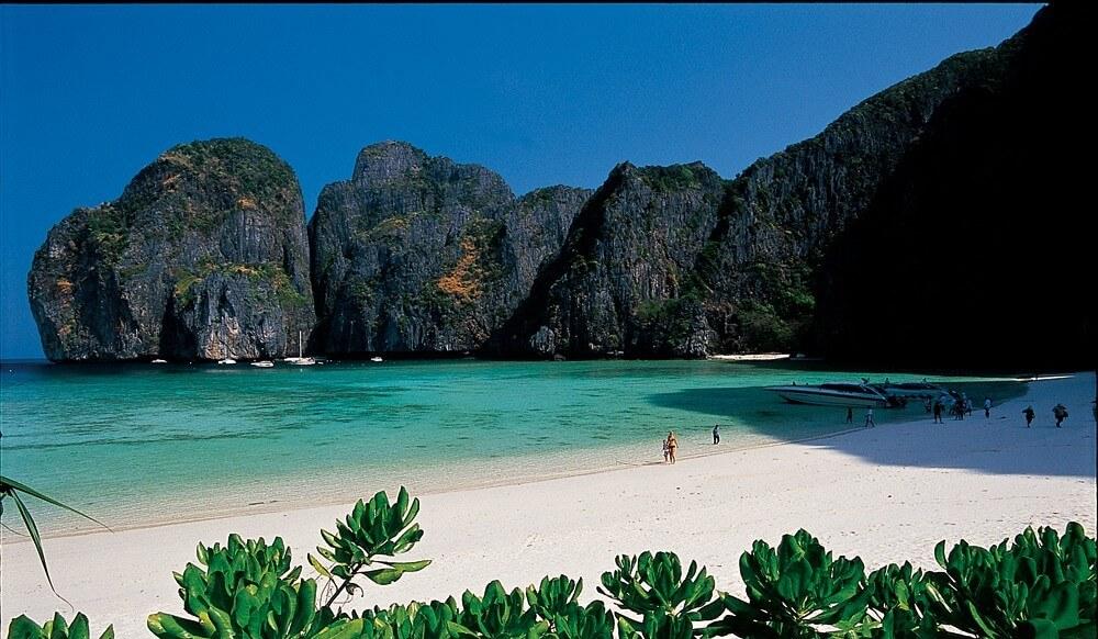 Malaisie-plage-rocheuse-e1456407838663