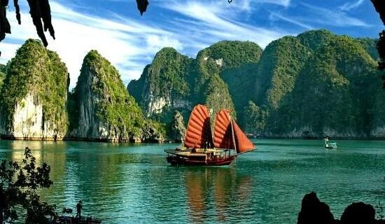 Vietnam-Baie-dAlong-e1456767334213