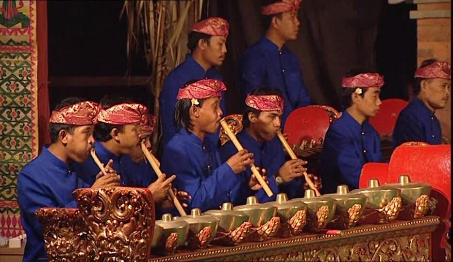 193617028-gamelan-flute-instrument-drum-concert-e1456163831233