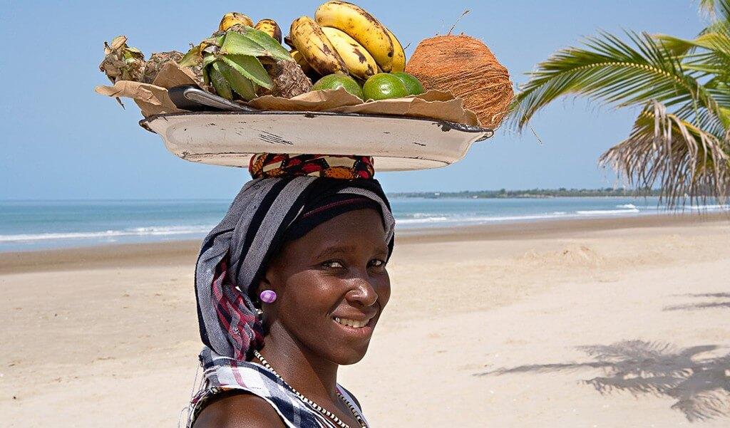 Senegal-vendeuse-e1456750573114-1