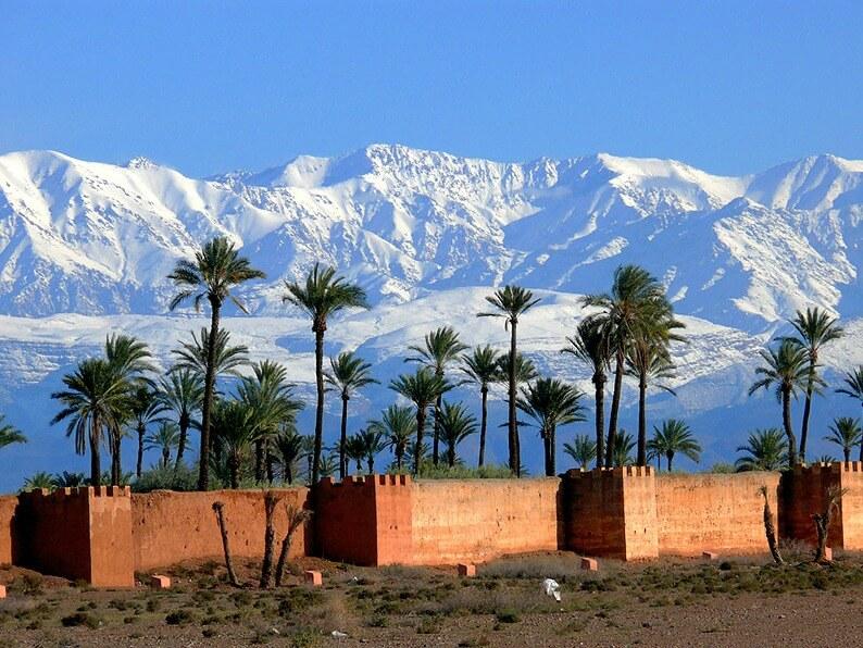 Marrakech les remparts et la chaïne de l'Atlas